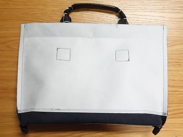 バッグの表地を縫う